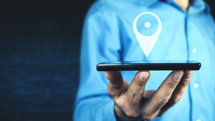 ¿Puede la empresa obligar al trabajador a aportar su móvil personal para su geolocalización?