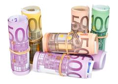 Billetes de euro enrollados