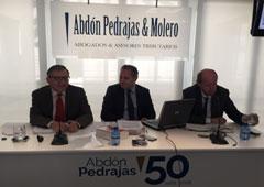 de izquierda a derecha: Ángel Blasco Peñicer, magistrado del Tribunal Supremo, Antonio Pedrajas, socio director de Abdón Pedrajas, y Tomás Sala, director de Formación de Abdón Pedrajas
