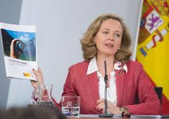 La ministra de Economía y Empresa, Nadia Calviño, durante su intervención en la rueda de prensa posterior al Consejo de Ministros.
