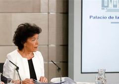 La ministra de Educación y Formación Profesional y portavoz del Gobierno, Isabel Celaá, durante su intervención en la conferencia de prensa posterior al Consejo de Ministros.