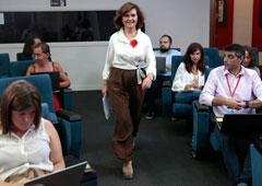 La vicepresidenta del Gobierno, ministra de la Presidencia, Relaciones con las Cortes e Igualdad en funciones, Carmen Calvo, a su entrada en la salda de prensa donde se ofrece la rueda de prensa posterior al Consejo de Ministros.
