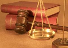 Balanza de la justicia y libros