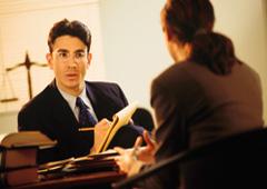 Encuentro entre abogado y cliente