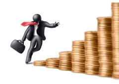 Un muñequito negro de trabaje corriendo con un maletín hacia montones de euros