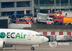 Servicios de emergencia en el lugar de las explosiones en el aeropuerto de Zaventem cerca de Bruselas, el 22 de marzo de 2016