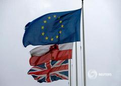 Banderas de la UE, Gibraltar y británica en Gibraltar, el 22 de noviembre de 2018
