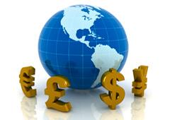 Símbolos de diferentes monedas rodeando una bola del mundo