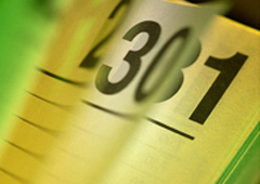 El calendario de un mes marcando festivo viernas, sábado y domingo
