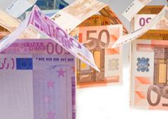 Casitas hechas con billetes de euro