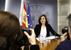 La vicepresidenta del Gobierno, Soraya Sáenz de Santamaría, durante un momento de la rueda de prensa posterior al Consejo de Ministros