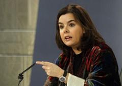 La vicepresidenta del Gobierno, Soraya Sáenz de Santamaría, en un momento de su intervención en la rueda de prensa posterior al Consejo de Ministros
