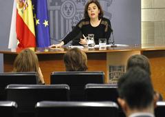 La vicepresidenta del Gobierno en funciones, Soraya Sáenz de Santamaría, durante la rueda de prensa posterior al Consejo de Ministros.