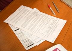 Contratos sobre una mesa