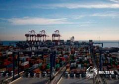 Decenas de contenedores en el puerto de Barcelona el 24 de enero de 2017