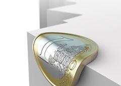 Monera de un euro doblada