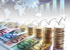Gráfico ascendente sobre monedas y billetes