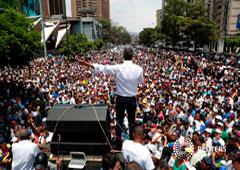 El líder opositor Juan Guaidó encabeza una manfestación contra el gobierno de Nicolás Maduro en Caracas. 1 de mayo de 2019