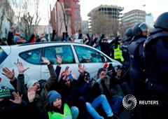 Taxistas interrumpiendo el tráfico en una protesta en el centro de Madrid, el 28 de enero de 2019