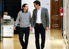 Pedro Sanchez (dcha.) y Pablo Iglesias en el Congreso en Madrid, 5 de febrero de 2016
