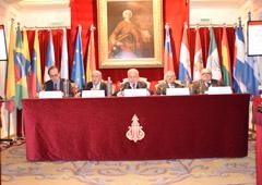 Pie de foto: De izqda. a dcha., Pau, Escudero, Dolz (Secretario de Estado), Navarro Valls y Guardia i Canela.