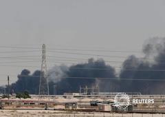 Humo después de un incendio en las instalaciones de Aramco en la ciudad oriental de Abqaiq, Arabia Saudita, el 14 de septiembre de 2019.