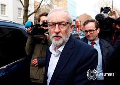 El líder del opositor Partido Laborista británico, Jeremy Corbyn, poco antes de reunirse con la primera ministra Theresa May
