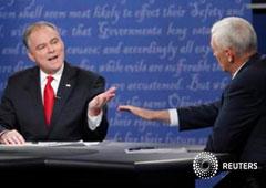 El candidato demócrata a la vicepresidencia, el senador Tim Kaine (I), y el republicano, el gobernador Mike Pence, durante un debate en la Universidad de Longwood en Farmville, Virginia, EEUU, el 4 de octubre de 2016