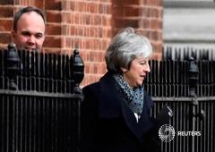 La primera ministra británica Theresa May sale del número 10 de Downing Street en Londres, Reino Unido, el 14 de enero de 2019