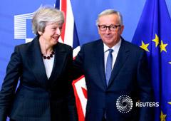 La primera ministra británica, Theresa May, y el presidente de la Comisión, Jean-Claude Juncker, tras reunirse para hablar del Brexit, en la sede de la Comisión en Bruselas, el 21 de noviembre de 2018