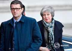 La primera ministra británica, Theresa May, regresando a Downing Street en Londres, Reino Unido, el 17 de diciembre de 2018