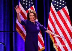 La líder demócrata de la Cámara de Representantes de EEUU, Nancy Pelosi, celebra en Washington. 6 de noviembre de 2018