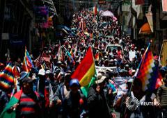 Partidarios del expresidente de Bolivia Evo Morales marchan en La Paz, Bolivia, 18 de noviembre, 2019.