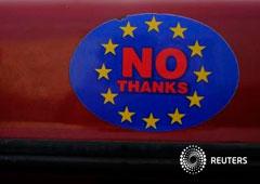 Una pegatina en un coche con un logotipo que anima a abandonar la UE en Llandudno, Gales, el 27 de febrero de 2016
