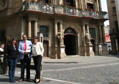 José Francisco Alenza, coordinador de la obra, junto a Amalia Iraburu, Directora de Contenidos de Thomson Reuters y Raquel Jiménez (izda.), editora.
