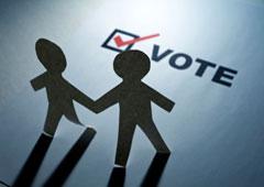 Dos muñequitos recortables y la palabra vote