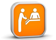Dentro de un recuadro naranja, 2 figuras una apuntando algo y otra en el mostrador