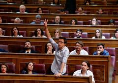 Noticias Principales 22 de enero de 2019 / 9:28 / hace 14 minutos La renuncia de Errejón a su acta de diputado sume en el caos a Podemos Por Belén Carreño 3 MIN. DE LECTURA MADRID (Reuters) - Iñigo Errejón, uno de los fundadores Podemos, renunció el lun