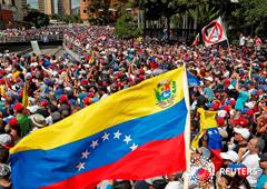 Noticias Principales 25 de enero de 2019 / 8:26 / hace 20 minutos Cómo llegó Venezuela a este punto: Cronología de la crisis política Por Luc Cohen 4 MIN. DE LECTURA CARACAS (Reuters) - La crisis política de Venezuela se profundizó esta semana cuando Ju