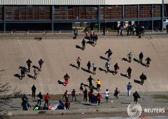 Noticias Principales 26 de noviembre de 2018 / 8:27 / hace 2 horas México deportará a los migrantes que intentaron cruzar a EEUU por la fuerza Por Lizbeth Diaz 5 MIN. DE LECTURA TIJUANA, México (Reuters) - México deportará a varios integrantes de un gru