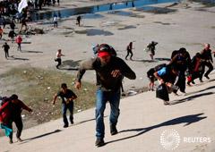 Noticias Principales 27 de noviembre de 2018 / 8:16 / hace 25 minutos Trump insta a México a repatriar inmigrantes tras incidentes en la frontera Por Susan Heavey y Lizbeth Diaz 6 MIN. DE LECTURA WASHINGTON/TIJUANA, México (Reuters) - El presidente Dona