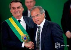 Foto de archivo del presidente de Brasil, Jair Bolsonaro, y el ministro de Economía, Paulo Guedes, en el Palacio de Planalto en Brasilia. Ene 1, 2019.