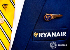 Noticias Principales 9 de enero de 2019 / 8:34 / hace una hora Los sindicatos de tripulantes de cabina de Ryanair desconvocan las huelgas 1 MIN. DE LECTURA En la imagen de archivo, el logo de Ryanair en la chaqueta de un empleado en Bruselas.