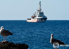 Noticias Principales 16 de agosto de 2019 / 10:56 / hace una hora El bloqueo político en Italia mantiene a los migrantes del Open Arms en el mar Por Guglielmo Mangiapane 2 MIN. DE LECTURA El barco de rescate de migrantes español Open Arms cerca de la co