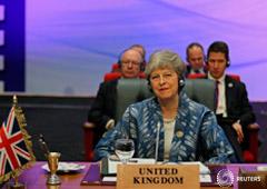 En la imagen, la primera ministra británica Theresa May en una cumbre con los países de la Liga Árabe y la Unión Europea en el resort Red Sea resort de Sharm el-Sheikh, Egipto, 24 de febrero de 2019.