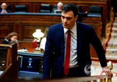 Sánchez (vuelve a su asiento tras una intervención en el Congreso, en Madrid, el 2 de marzo de 2016
