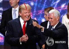 El nominado presidencial republicano estadounidense Donald Trump (I) y el nominado a vicepresidente Mike Pence en el cierre de la Convención Nacional Republicana en Ohio, EEUU, el 21 de julio de 2016