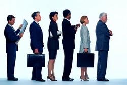 Unos cuantos ejecutivos haciendo fila.