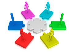 Varios muñecos sobre fichas de puzle