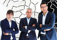 De izquierda a derecha: Alejandro Touriño, socio director de ECIJA, Arturo del Burgo, socio director de ECIJA Pamplona y Hugo Écija, fundador y Presidente Ejecutivo de ECIJA.
